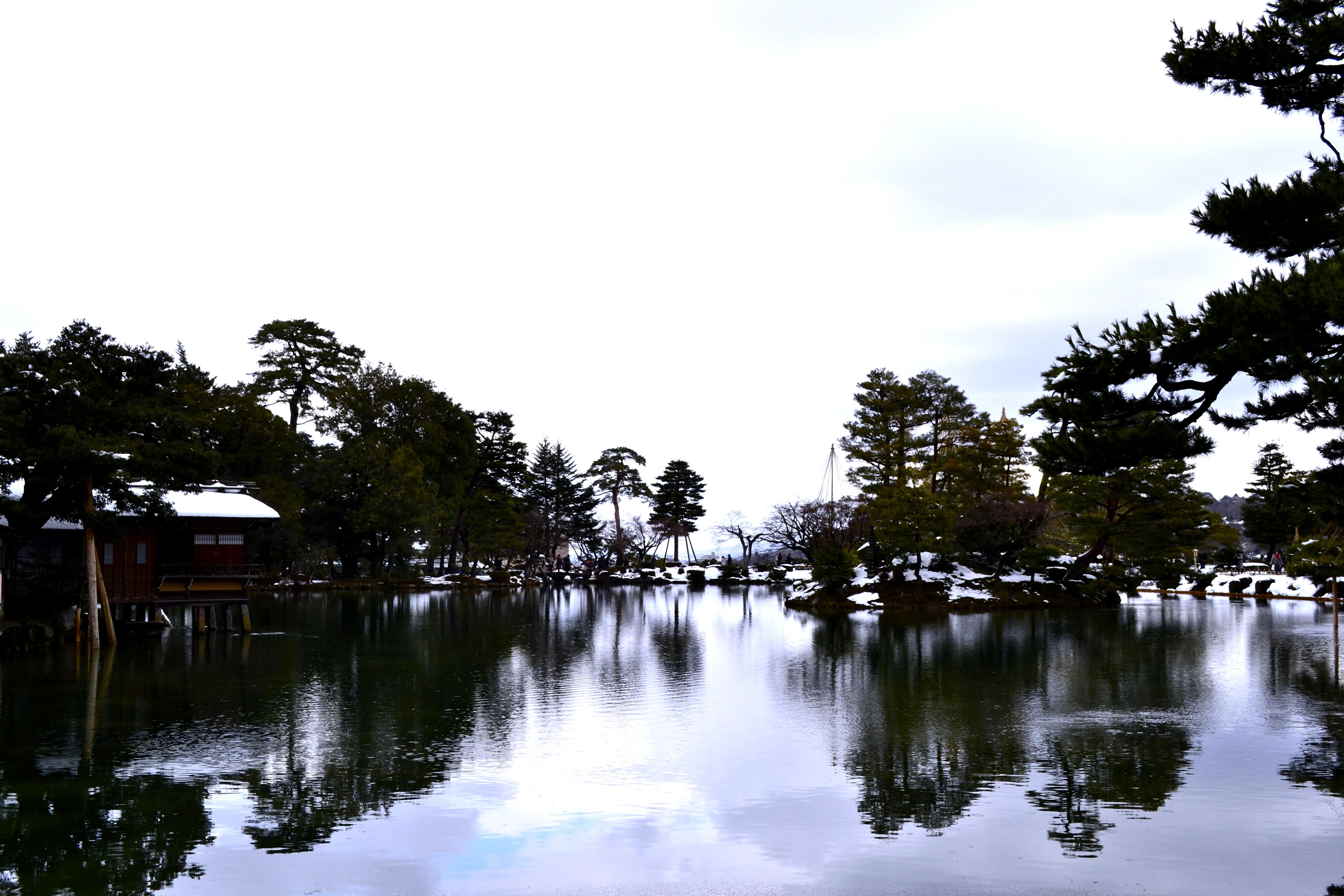 winter illumination at kanazawa u0027s kenrokuen gardens maki mountain